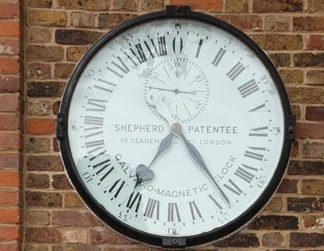 24 Hour Gate-Clock in Greenwich, London