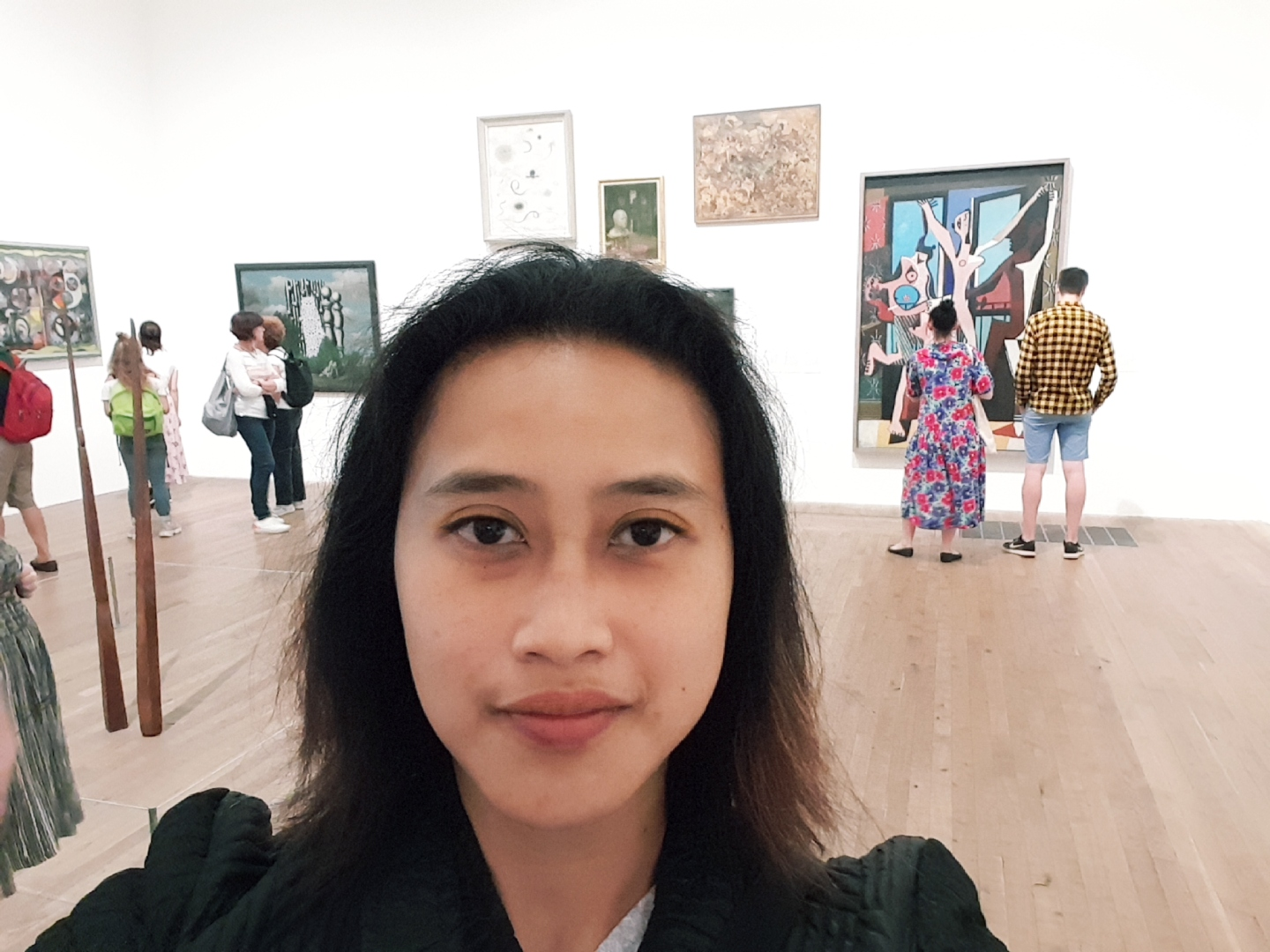 A girl in Tate Modern art gallery